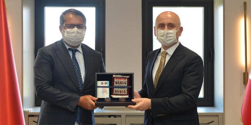 Bakan Karaismailoğlu, Azerbaycan`ın Ankara Büyükelçisini kabul etti.